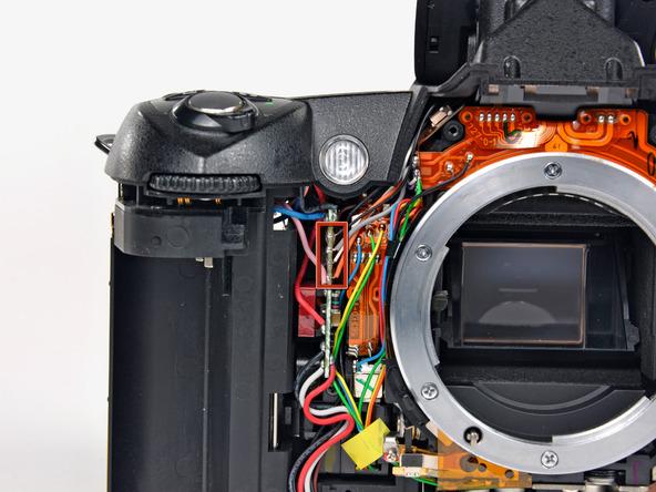 Как разобрать фотоаппарат Nikon D70 для замены различных компонентов (45)