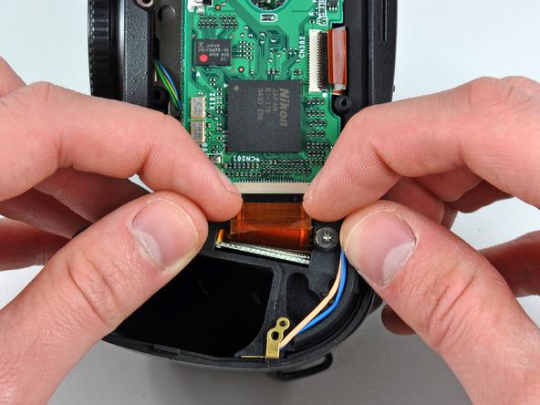 Как разобрать фотоаппарат Nikon D70 для замены различных компонентов (72)