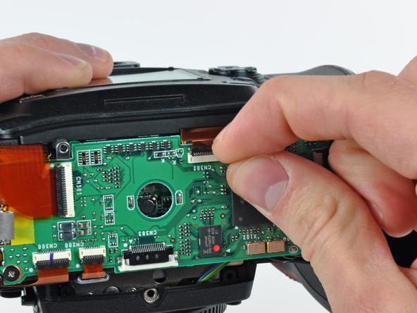 Как разобрать фотоаппарат Nikon D70 для замены различных компонентов (88)