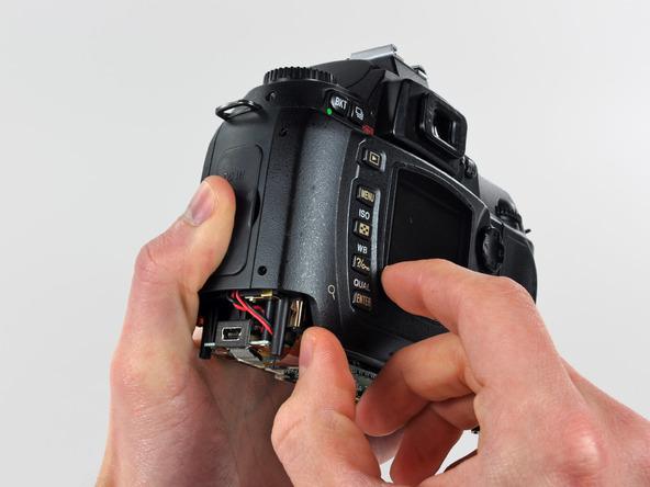 Как разобрать фотоаппарат Nikon D70 для замены различных компонентов (90)