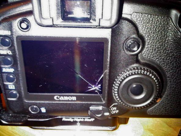Как заменить защитное стекло для ЖК-экрана фотоаппарата Canon EOS 5D / 5D Mark II (2)
