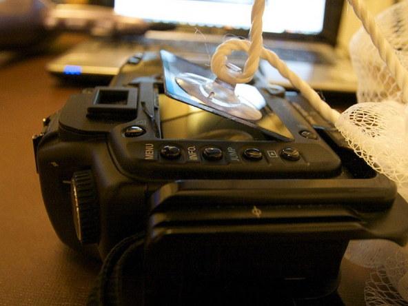 Как заменить защитное стекло для ЖК-экрана фотоаппарата Canon EOS 5D / 5D Mark II (4)