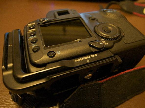 Как заменить защитное стекло для ЖК-экрана фотоаппарата Canon EOS 5D / 5D Mark II (6)