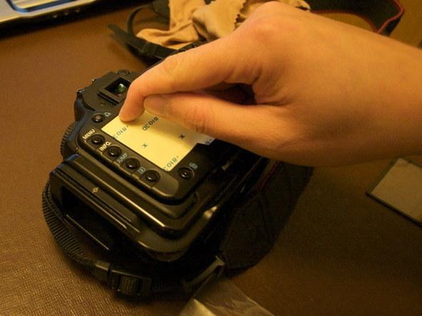 Как заменить защитное стекло для ЖК-экрана фотоаппарата Canon EOS 5D / 5D Mark II (8)