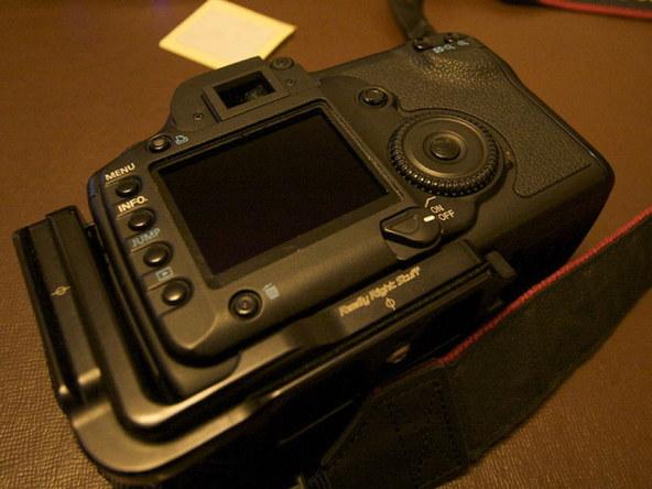 Как заменить защитное стекло для ЖК-экрана фотоаппарата Canon EOS 5D / 5D Mark II (9)