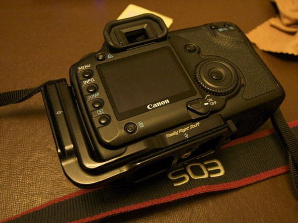 Как заменить защитное стекло для ЖК-экрана фотоаппарата Canon EOS 5D / 5D Mark II (11)