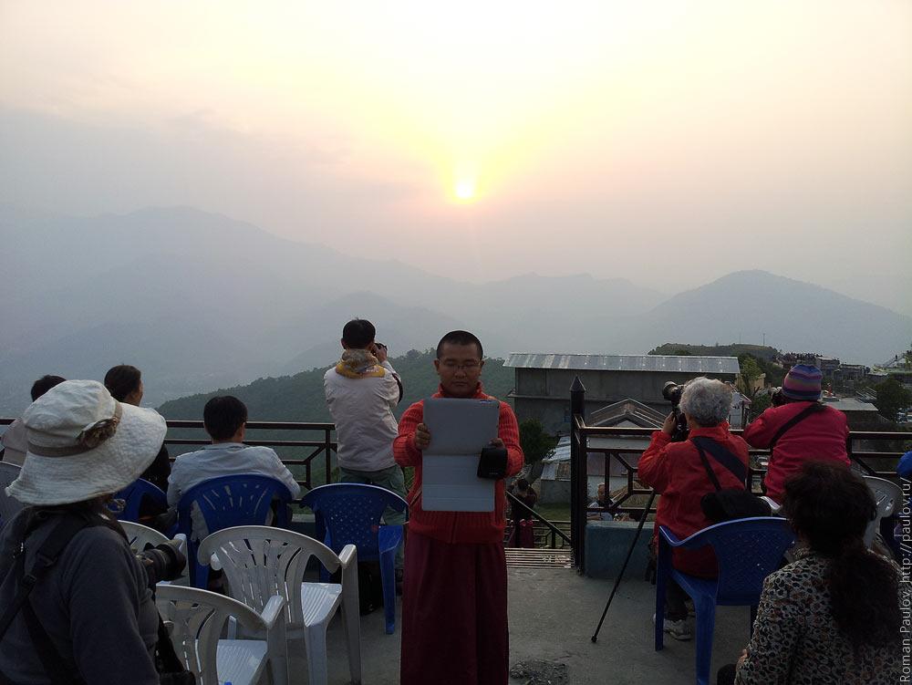 Восход над Гималайями с холма Сарангкот в Непале (1)