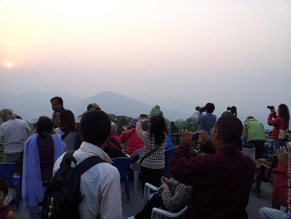Восход над Гималайями с холма Сарангкот в Непале (5)