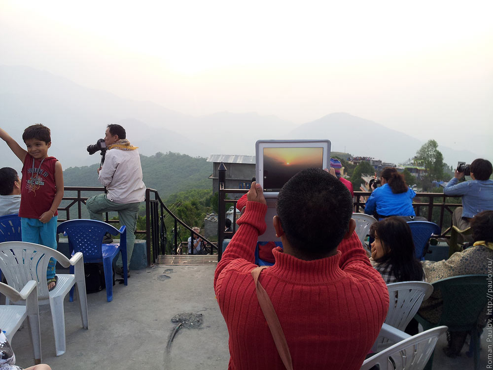 Восход над Гималайями с холма Сарангкот в Непале (6)