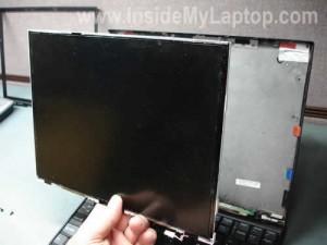 """Иллюстрация  """"Как разобрать ноутбук Lenovo X60s для замены дисплея (12) """" ."""
