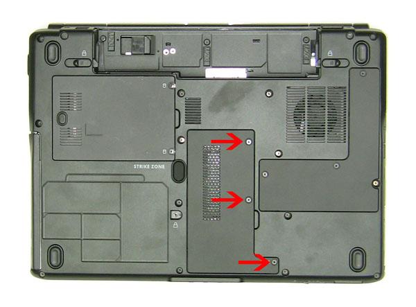 Как разобрать ноутбук Dell Inspiron 1420 / Vostro 1400: замена дверцы отсека модулей памяти (4)