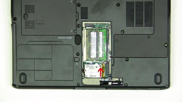 Как разобрать ноутбук Dell Inspiron 1420 / Vostro 1400: замена платы модема (5)