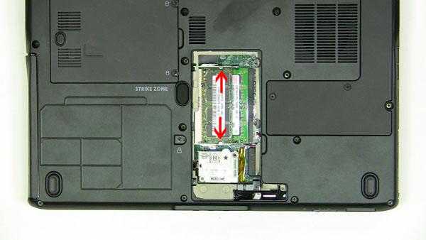 Как разобрать ноутбук Dell Inspiron 1420 / Vostro 1400: замена памяти (5)