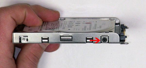 Как разобрать ноутбук Dell Inspiron 1420 / Vostro 1400: замена жёсткого диска (7)