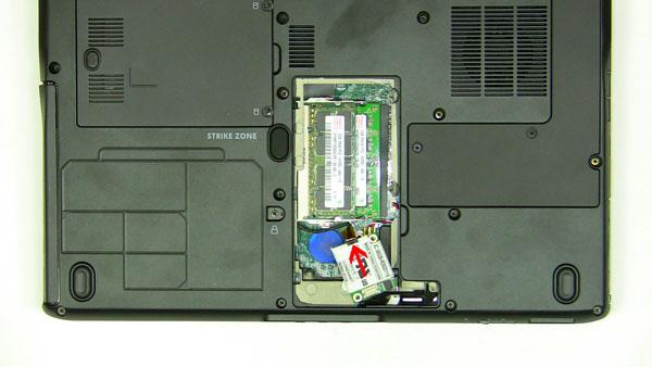 Как разобрать ноутбук Dell Inspiron 1420 / Vostro 1400: замена платы модема (6)