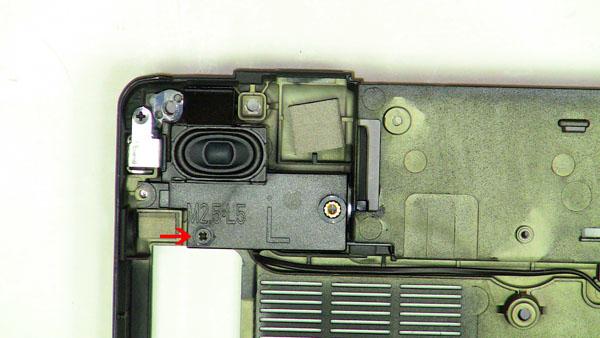 Как разобрать ноутбук Dell Inspiron 1420 / Vostro 1400: замена динамиков (8)