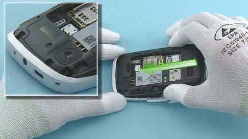 Как собрать телефон Nokia Asha 200 / 201 после замены деталей (8)