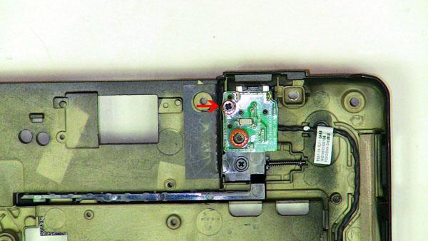 Как разобрать ноутбук Dell Inspiron 1420 / Vostro 1400: замена платы модемного порта (8)