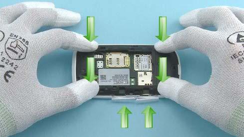 Как собрать телефон Nokia Asha 200 / 201 после замены деталей (9)