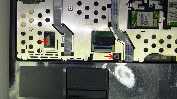 Как разобрать ноутбук Dell Inspiron 1420 / Vostro 1400: замена упора для рук с тачпадом (13)