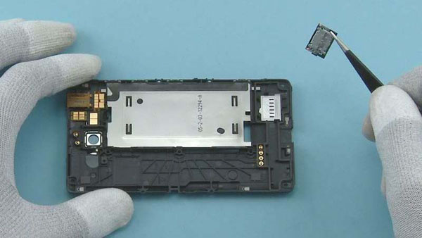 Как разобрать телефон Nokia Lumia 820 (18)