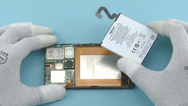Как разобрать телефон Nokia Lumia 920 (42)