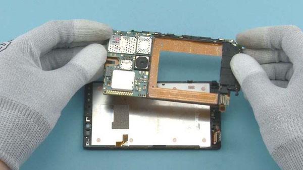 Как разобрать телефон Nokia Lumia 920 (32)