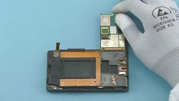 Как разобрать телефон Nokia Lumia 920 (26)