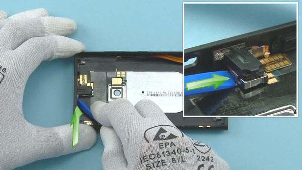 Как разобрать телефон Nokia Lumia 920 (12)