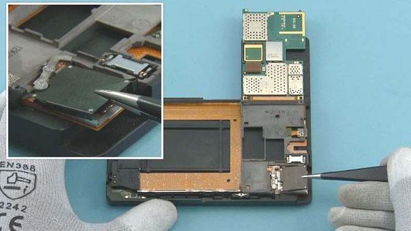 Как cобрать телефон Nokia Lumia 920 после замены деталей (41)