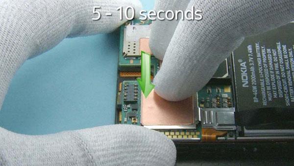 Как cобрать телефон Nokia Lumia 920 после замены деталей (71)