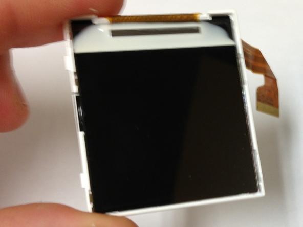 Как разобрать телефон Sony Ericsson J220i для замены разъёма зарядки (13)