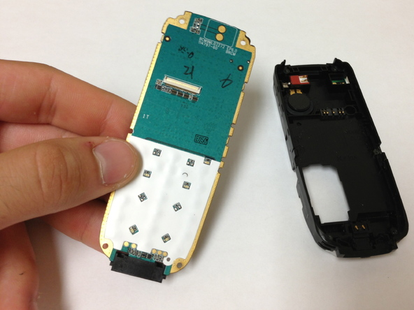 Как разобрать телефон Sony Ericsson J220i для замены разъёма зарядки (15)