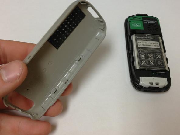 Как разобрать телефон Sony Ericsson J220i для замены разъёма зарядки (4)