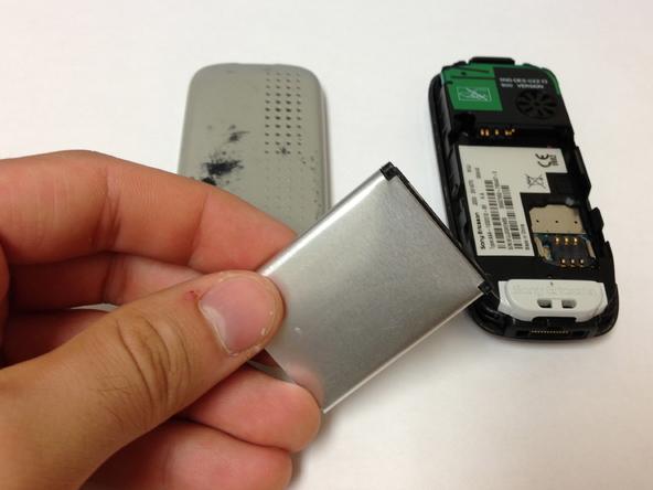 Как разобрать телефон Sony Ericsson J220i для замены разъёма зарядки (5)