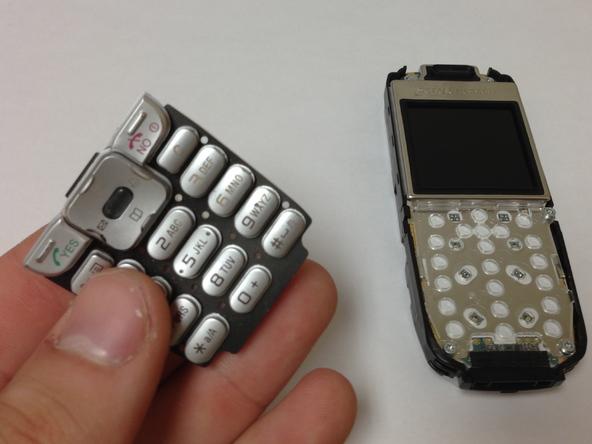 Как разобрать телефон Sony Ericsson J220i для замены разъёма зарядки (7)