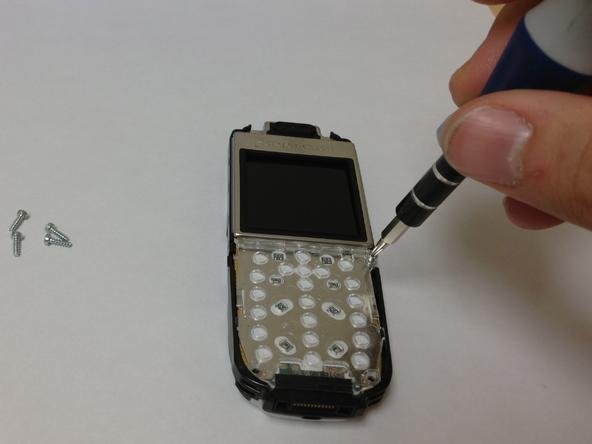 Как разобрать телефон Sony Ericsson J220i для замены разъёма зарядки (9)