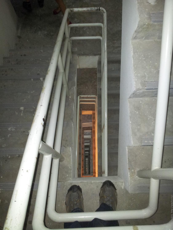 Заброшенные этажи в самой дорогой гостинице Бангкока Lebua в The State Tower (3)