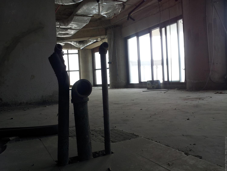 Заброшенные этажи в самой дорогой гостинице Бангкока Lebua в The State Tower (6)