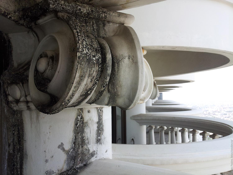 Заброшенные этажи в самой дорогой гостинице Бангкока Lebua в The State Tower (9)