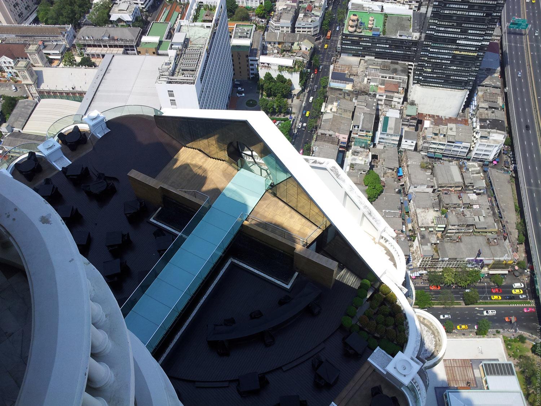 Заброшенные этажи в самой дорогой гостинице Бангкока Lebua в The State Tower (11)