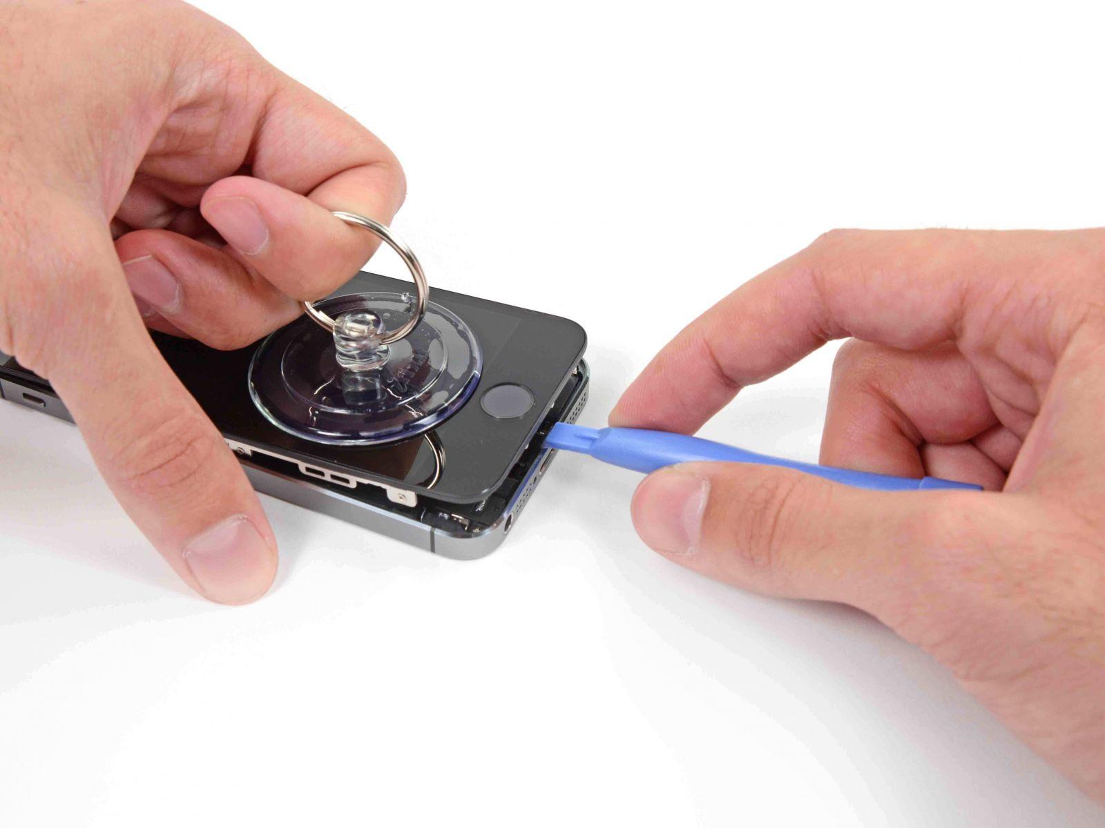 Замена сенсорного стекла и дисплея на iPhone 5S (7)