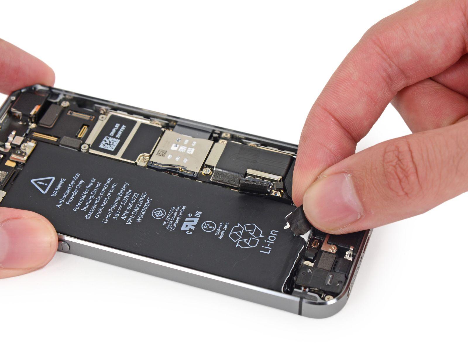 Замета аккумулятора на iPhone 5S (36)